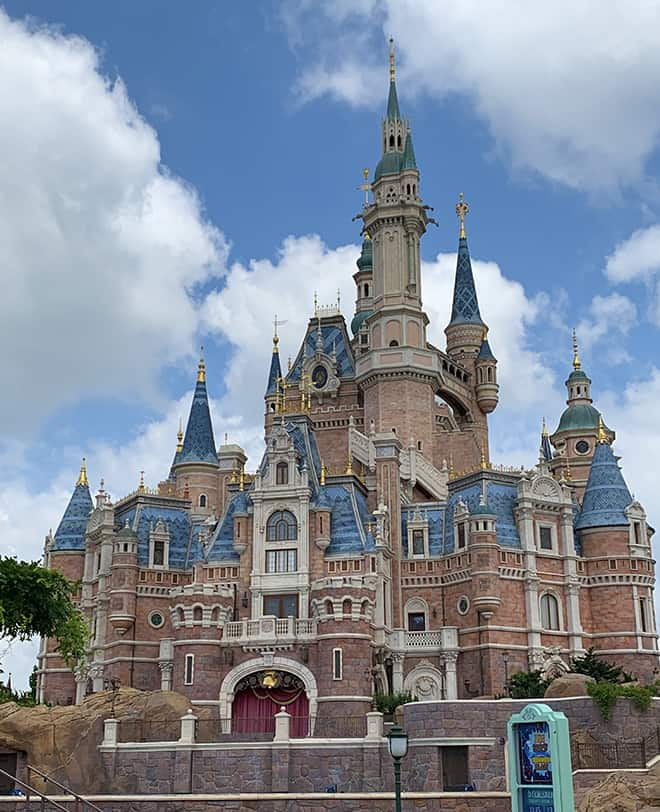 shanghai-disney-resort-malories-adventures-malorie-mackey-sleeping-beauty-castle