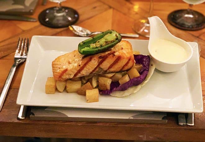luna-muna-ibagari-boutique-hotel-grilled-salmon