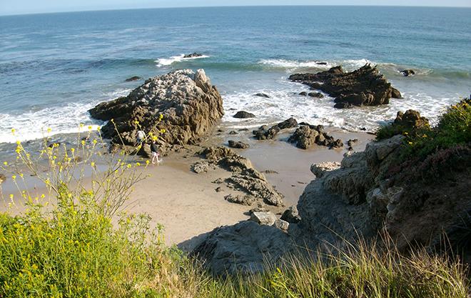 leo-carrillo-state-beach-sea-cave-rocky-cliff-sea-malories-adventures-beach-adventure-4