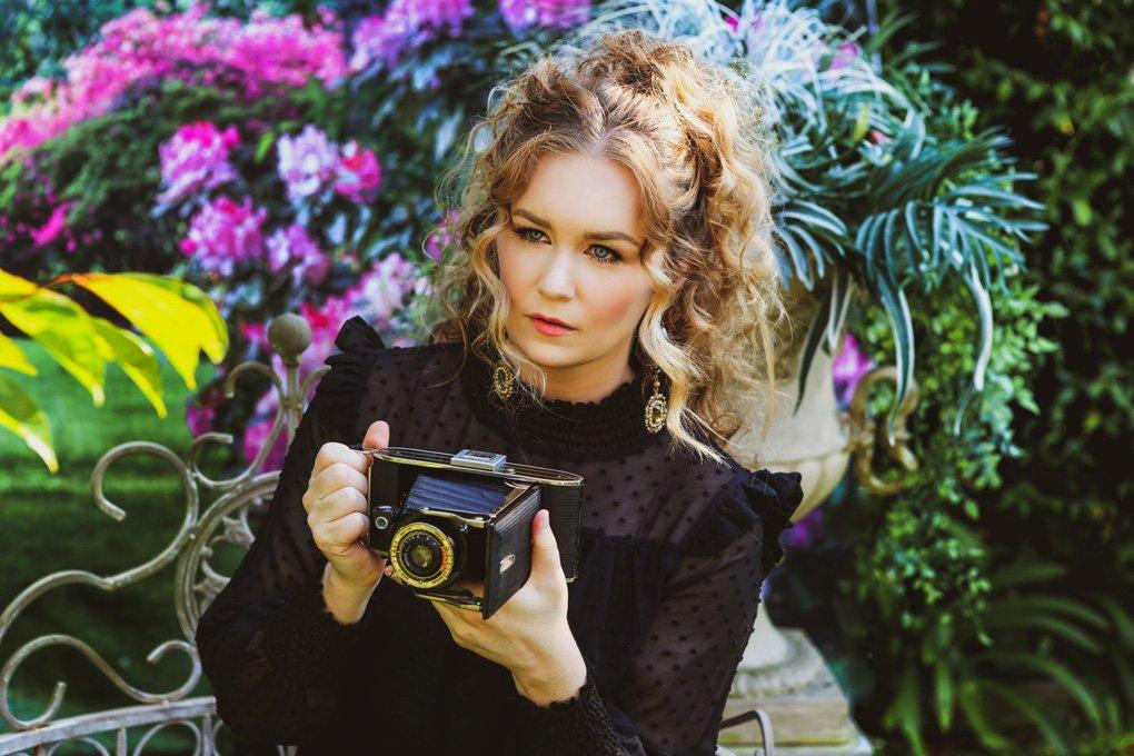 malorie-mackey-classic-beauty-victorian-shoot-katarina-van-derham-vintage-renaissance-old-time-shoot (1)