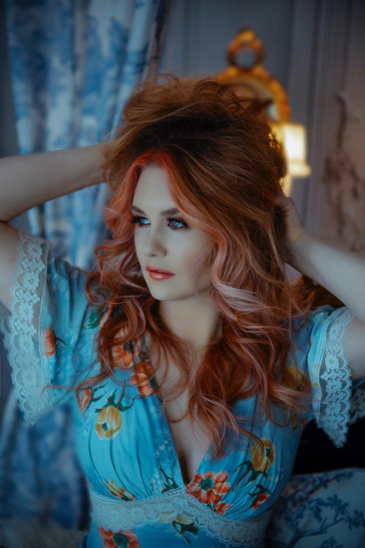 malorie-mackey-katarina-van-derham-classic-beauty-shoot-fairy-pink-hair-floral (5)